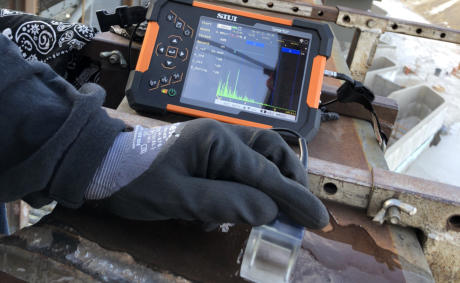 SIUI Smartor Highly Portable Digital Ultrasonic Flaw Detector Screenshot Testing Welds On-Site