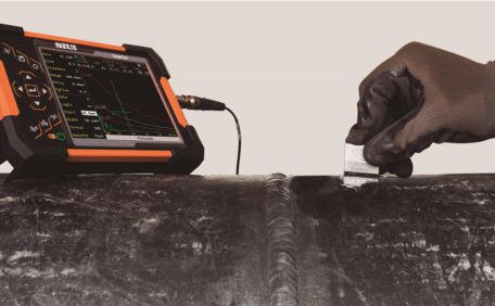 SIUI Smartor Highly Portable Digital Ultrasonic Flaw Detector Screenshot Testing a Pipe Weld